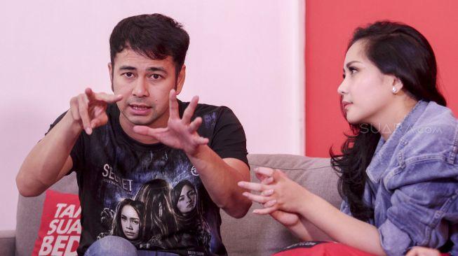 Pasangan selebriti Raffi Ahmad dan Nagita Slavina saat mengunjungi kantor redaksi suara.com di Jakarta, Rabu (4/4).