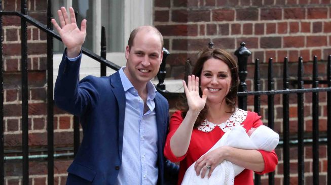 Pangeran William dan Kate Middleton Pascapersalinan di rumah sakit St. Mary, Paddington, London, Senin (23/4).