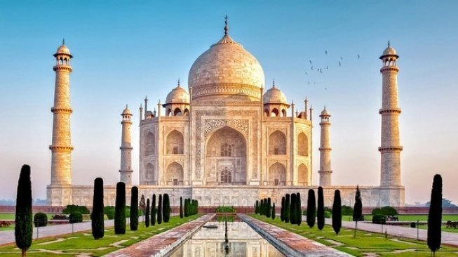 Taj Mahal. (Wonders List)