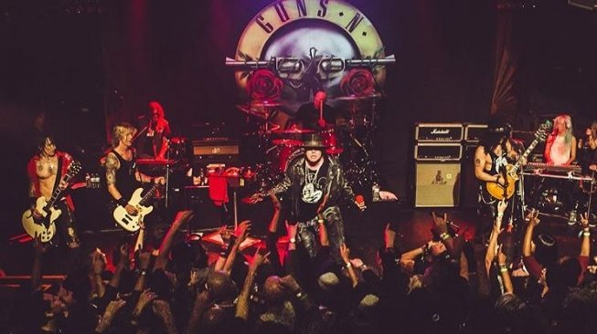 Guns N' Roses konser di Troubadour, April 2016 (gunsnroses/instagram).