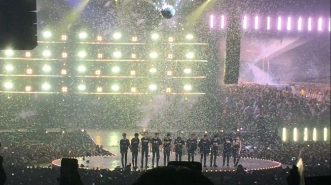 Wanna One World Tour, One: The World in Jakarta, Minggu (15/7/2018). [Suara.com/Sumarni]