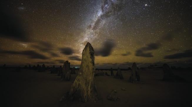 Pinnacles. (Doc: Tourism Western Australia)