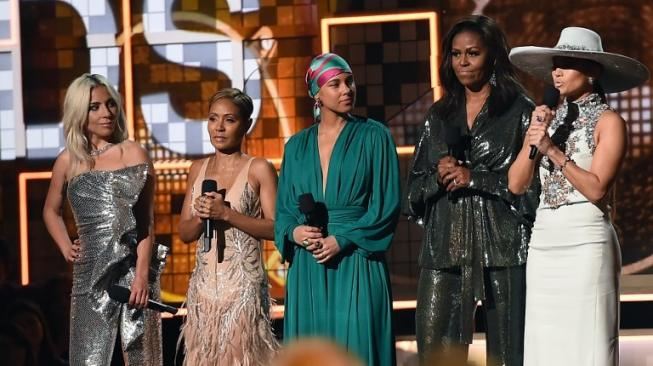 Lady Gaga, Jada Pinkett Smith, Jennifer Lopez, dan Michelle Obama di panggung Grammy Awards 2019. [ROBYN BECK / AFP]