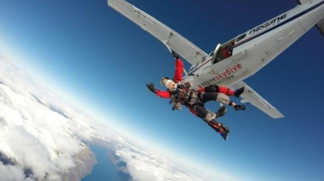 Skydive di Selandia Baru. (Tourism New Zealand)