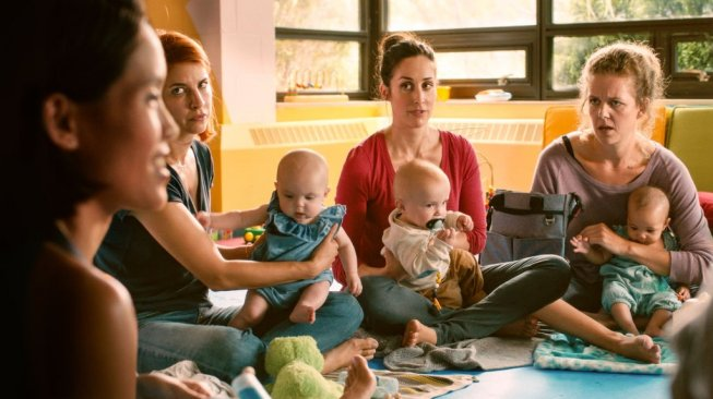 Kate Foster dalam Film Workin' Moms. (Netflix)