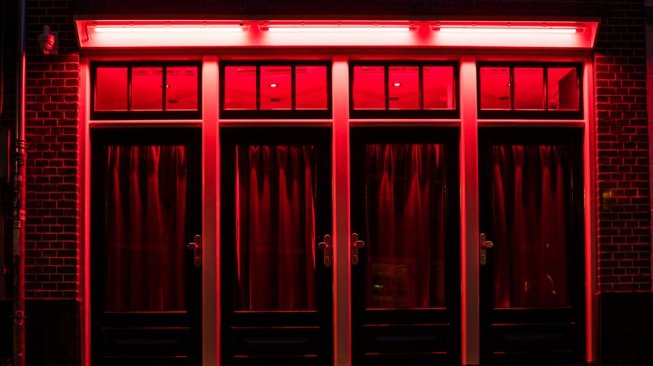 Kawasan wisata lampu merah alias red light district di Amsterdam, Belanda. (Shutterstock)