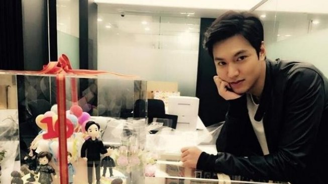 Ulang Tahun ke-32, Lee Min Ho Eksis di Paris Fashion Week