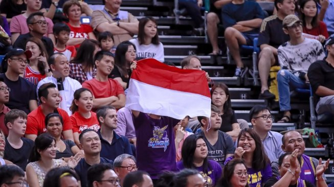Suporter CLS Knights Indonesia di OCBC Arena, Singapura. [Dok. CLS Knights Indonesia]