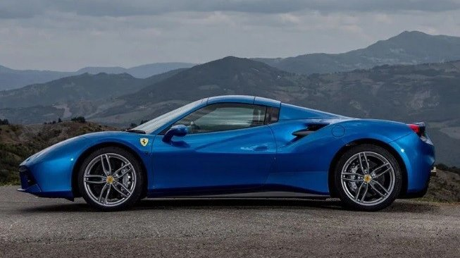 Ferrari 488 Spider (dailymail.co.uk)
