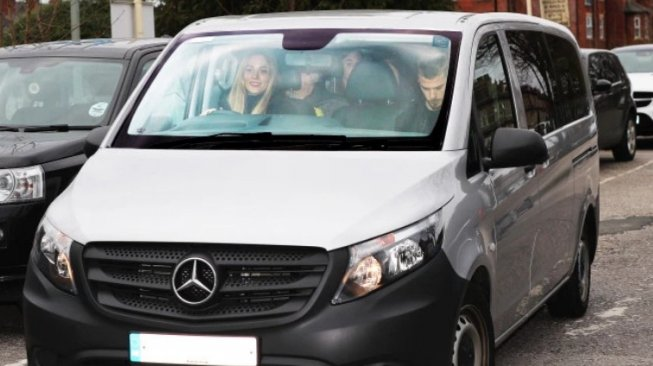 Mobil Kiper Manchester United, David De Gea, Mercedes-Benz Vito (thesun.co.uk)