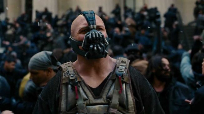 Tokoh Bane yang diperankan Tom Hardy dalam film The Dark Knight Rises. [Warner Bross]