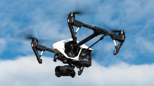 Unik, Pria Ini Berinovasi Ciptakan Drone dari Kulit Nanas