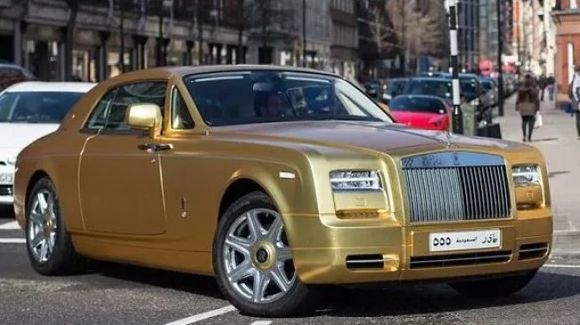 Rolls Royce Phantom Gold.(Istimewa)