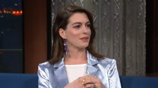 Anne Hathaway. (YouTube/The Late Show with Stephen Colbert)
