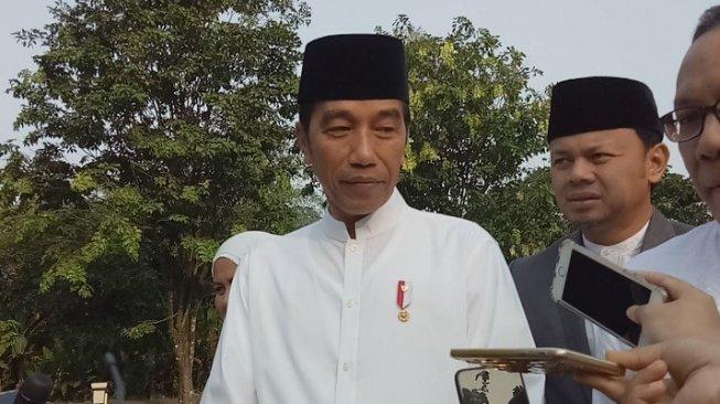 Presiden Joko Widodo usai salat Idul Adha. (Suara.com/Rambiga)