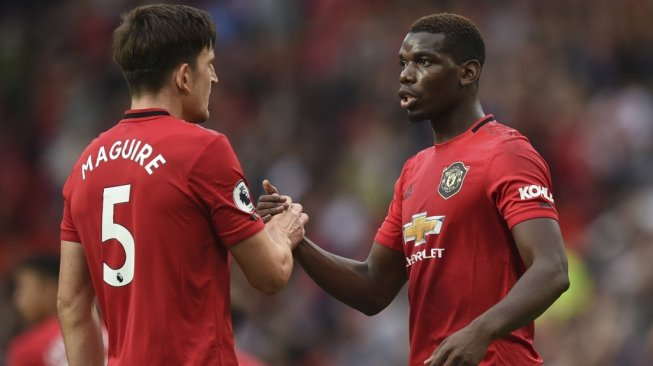 Gelandang Manchester United, Paul Pogba (kanan) dan centre-back Harry Maguire. [Oli SCARFF / AFP]