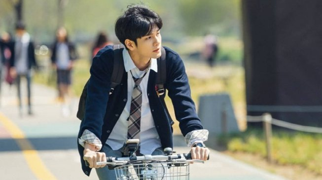 Ong Seongwu di drama korea 'At Eighteen'. (Instagram/@jtbcdrama)