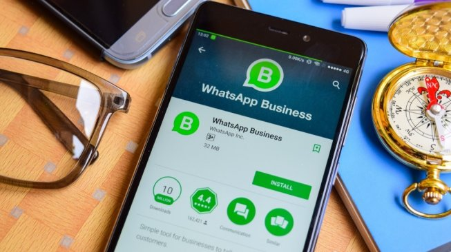 Ilustrasi WhatsApp Business. [Shutterstock]