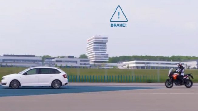 Cara kerja sensor Advanced Rider Assistance Systems Bosch. Sebagai ilustrasi [screen shot YouTube: Bosch Mobility Solutions].