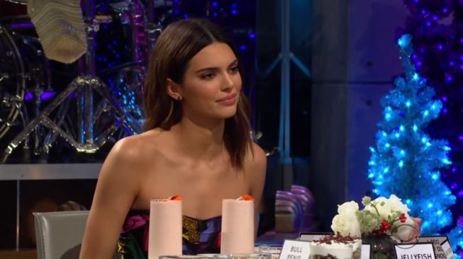 Harry Styles dan Kendall Jenner. (YouTube/The Late Late Show with James Corden)