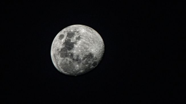 European Test of How to Convert Moon Dust into Oxygen
