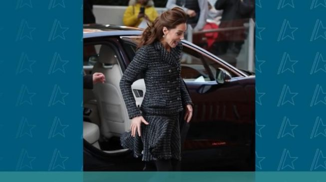 Kate Middleton alami malfungsi busana. (YouTube/Access)