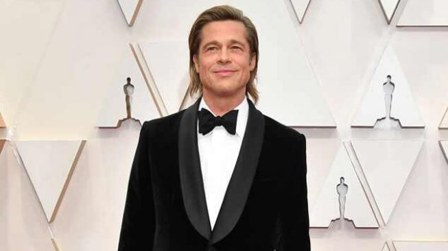 Brad Pitt di red carpet Oscar  (Getty Image)