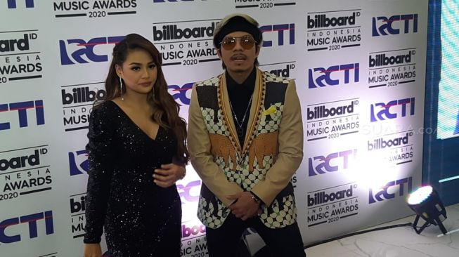 Atta Halilintar dan Aurel Hermansyah di ajang Billboard Music Awards 2020. [Ismail/Suara.com]