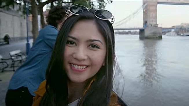 Film From London to Bali [YouTube/StarvisionPlus]