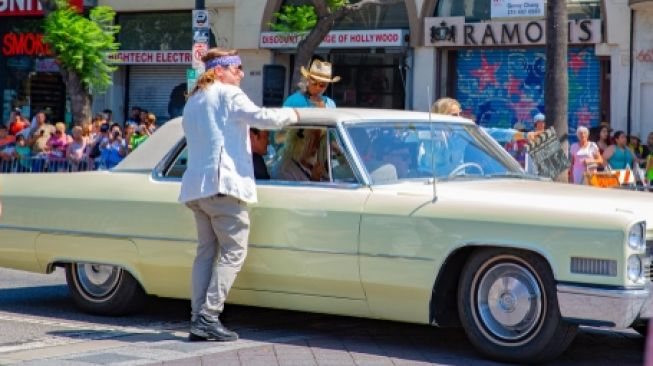 Dilelang: Mobil Brad Pitt di Film Once Upon a Time in Hollywood