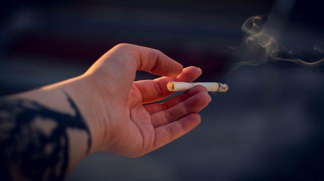 Merokok Cuma Saat Nongkrong, Risiko Kanker Paru-paru Tetap Tinggi