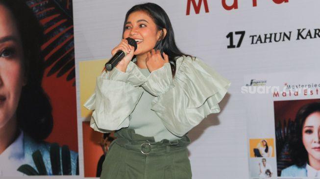 Penyanyi Citra Scholastika tampil bernyanyi saat perilisan album 'Masterpiece' Maia Estianty di Kawasan Kemang, Jakarta Selatan, Selasa (24/11). [Suara.com/Alfian Winanto]