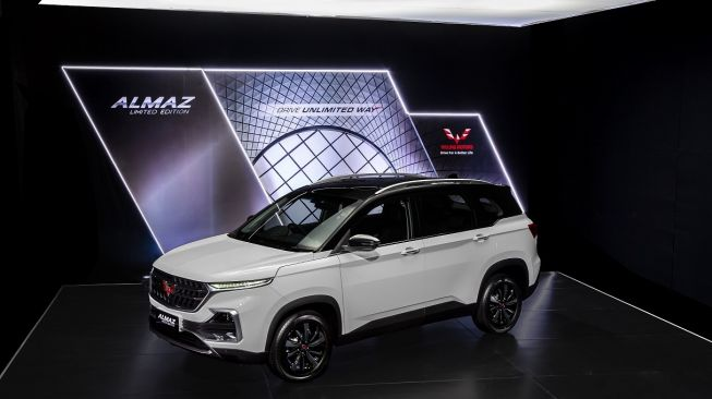 Wuling Almaz Limited Edition  warna two-tone Pristine White with Starry Black [Wuling].