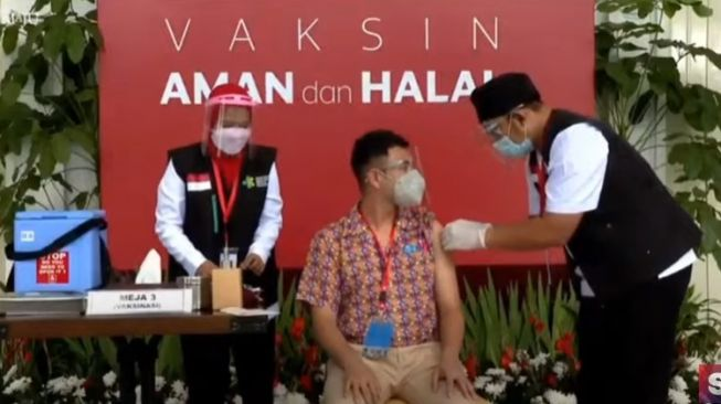 The moment when Raffi Ahmad was vaccinated against Covid-19 [YouTube]