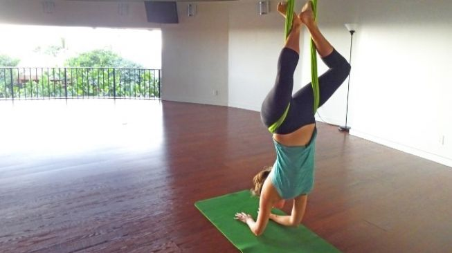 Aerial Yoga. (Elements Envanto)