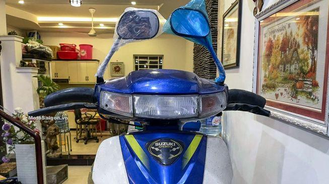 Spion masih terbungkus plastik pada Suzuki RG-Sport (Motosaigon.vn)