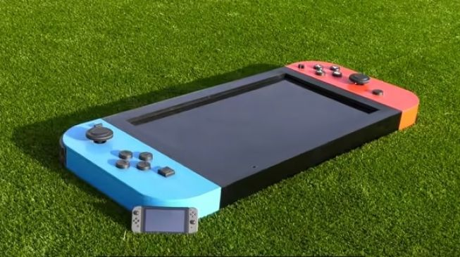 Nintendo Switch terbesar di dunia. [YouTube/Michael Pick]