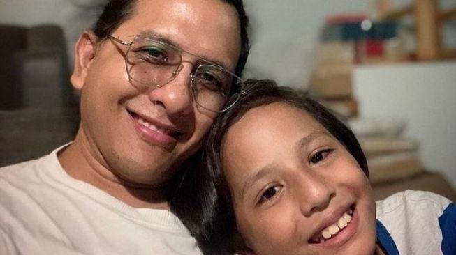 Raditya Oloan Meninggal, Tya Ariestya: Kamu Suami dan Bapak yang Baik