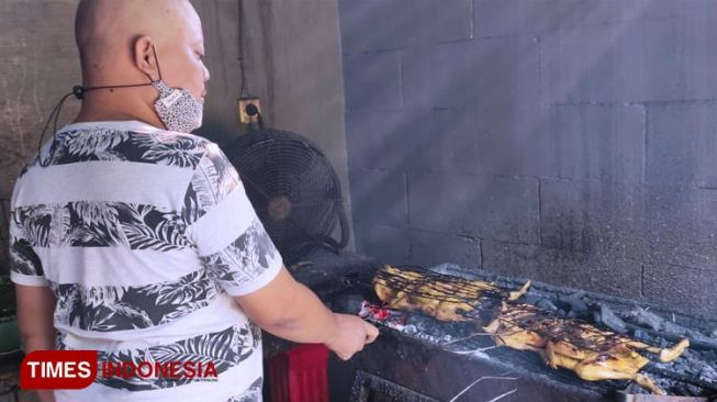 Visit Mbah Um of Sidoarjo to Get an Authentic Taste of Roasted Chicken