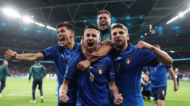 Italian players celebrate after winning the EURO 2020 semifinal soccer match between Italy and Spain at Wembley Stadium, London, England, Wednesday (7/7) early morning WIB. [Photo/AFP]