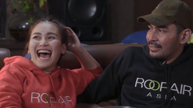 Ayu Ting Ting and Robby Purba (Youtube.com)