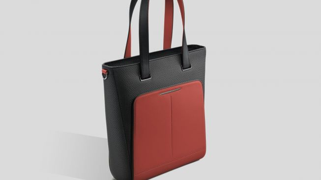 Rolls-Royce Black Badge Escapism Luggage Collection Tote Bag, Mugello Red [Rolls-Royce Motor Cars].