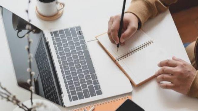 Semakin Canggih, Ini 5 Alat Menulis Seiring Perkembangan Zaman