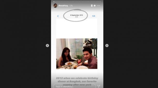 Potret kenangan ulang tahun Dhena Devanka bareng Jonathan Frizzy. [Instagram/dhenafrizzy]