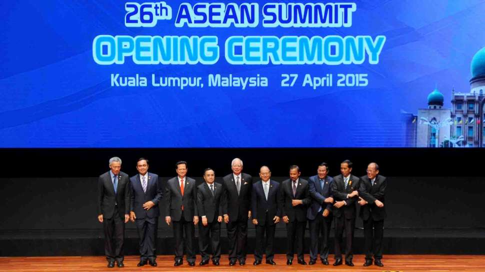 asean 2015 On november 13, at the close of the 25th asean summit in naypyidaw, myanmar president thein sein handed the ceremonial chairman's.