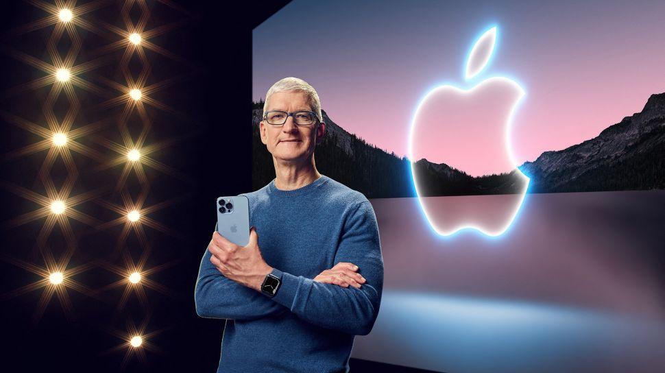 CEO Apple Tim Cook meluncurkan iPad mini baru di Apple Park, Cupertino, California, Amerika Serikat, Selasa (14/9/2021). [AFP Photo]