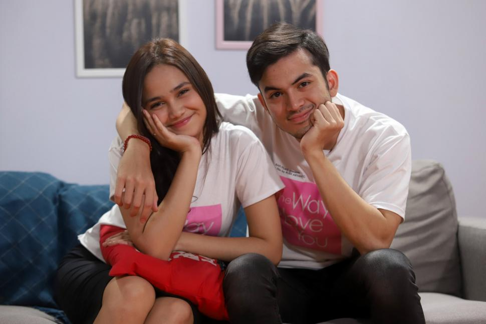 Potret Kemesraan Rizky Nazar dan Syifa Hadju di Film The Way I Love You