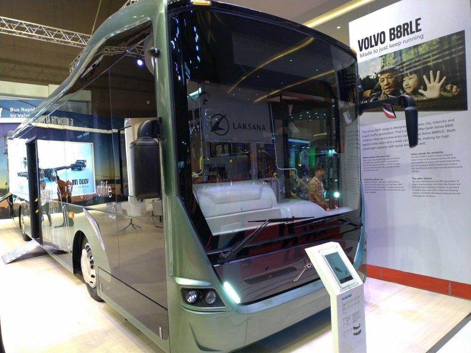 Volvo boyong dua bus anyar ke Indonesia di pameran Busworld Southeast Asia Exhibition di Jakarta International Expo (JIExpo) Kemayoran, Jakarta Pusat, Rabu (20/3/2019). (Suara.com/Manuel Jeghesta)