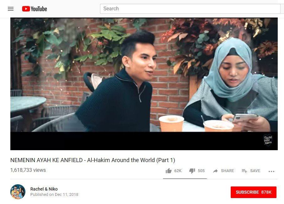 Tangkapan layar NEMENIN AYAH KE ANFIELD - Al-Hakim Around the World (Part 1) (Youtube/Rachel & Niko)