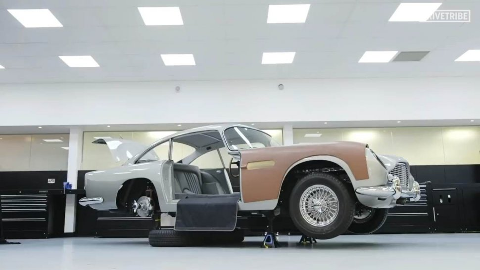 Aston Martin DB5, Mobil James Bond di Film Goldfinger (1964). (YouTube/Drivetribe)
